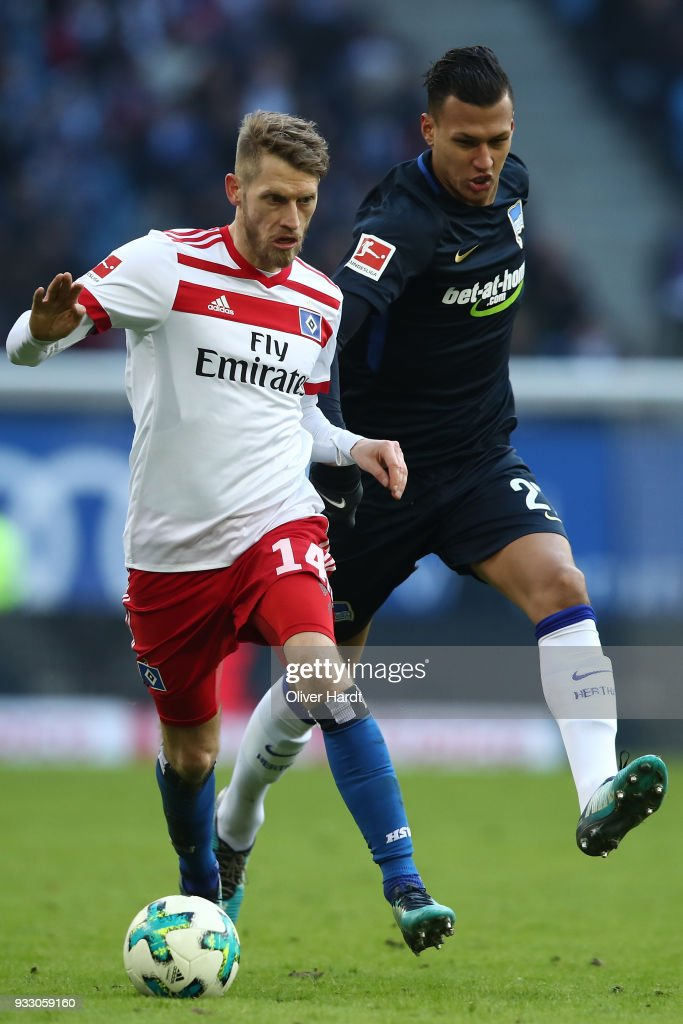 Aaron Hunt (L) of Hamburg and Davie Selke (R) of Berlin compete for the ball during the Bundesliga match between Hamburger SV and Hertha BSC at Volksparkstadion on March 17, 2018 in Hamburg, Germany.