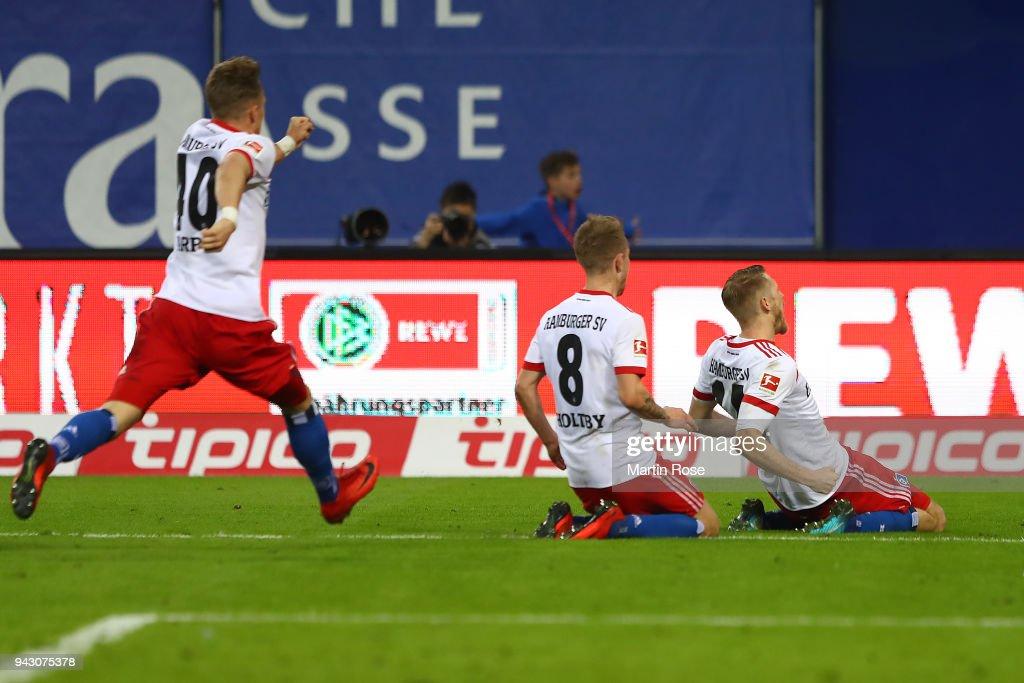 Aaron Hunt of Hamburg (r) celebrates after he scored a goal to make it 3:2 during the Bundesliga match between Hamburger SV and FC Schalke 04 at Volksparkstadion on April 7, 2018 in Hamburg, Germany.
