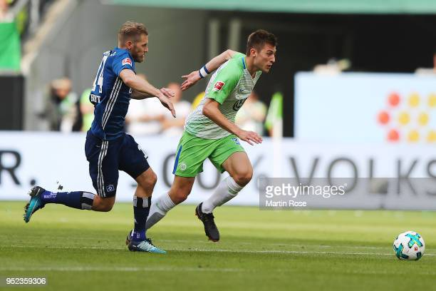 Aaron Hunt of Hamburg chases Robin Knoche of Wolfsburg during the Bundesliga match between VfL Wolfsburg and Hamburger SV at Volkswagen Arena on...
