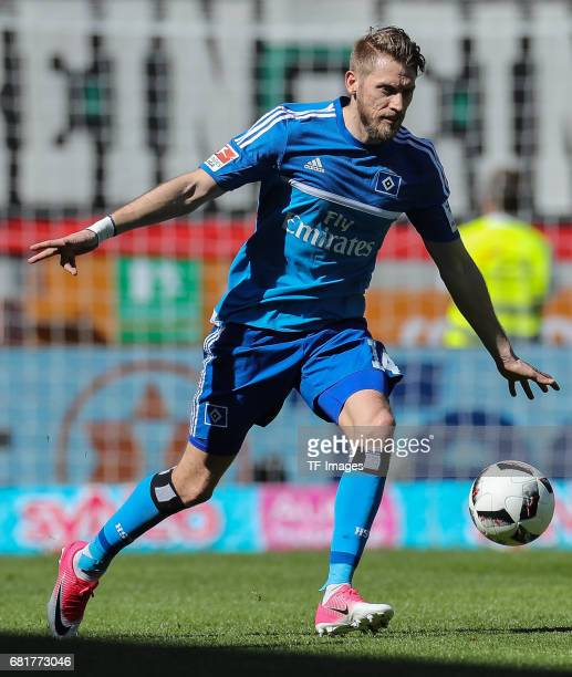 Aaron Hunt of Hamburg controls the ball during the Bundesliga match between FC Augsburg and Hamburger SV at WWK Arena on April 30 2017 in Augsburg...