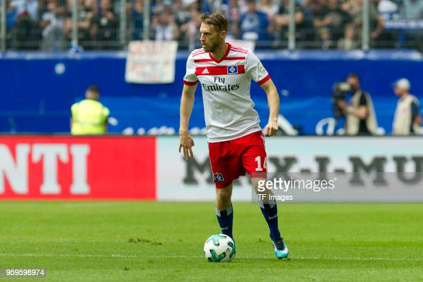 Aaron Hunt of Hamburg controls the ball during the Bundesliga match between Hamburger SV and Borussia Moenchengladbach at Volksparkstadion on May 12...