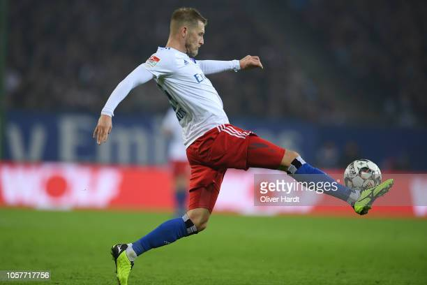 Aaron Hunt of Hamburg controls the ball during the Second Bundesliga match between Hamburger SV and 1 FC Koeln at Volksparkstadion on November 5 2018...