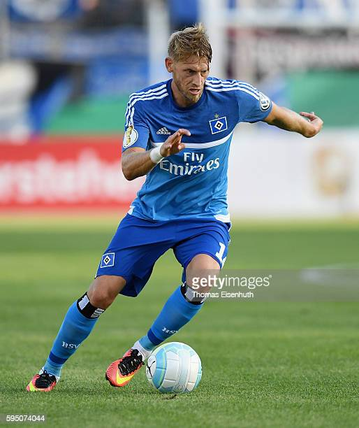 Aaron Hunt of Hamburg during the DFB Cup match between FSV Zwickau and Hamburger SV at Stadion Zwickau on August 22 2016 in Zwickau Germany