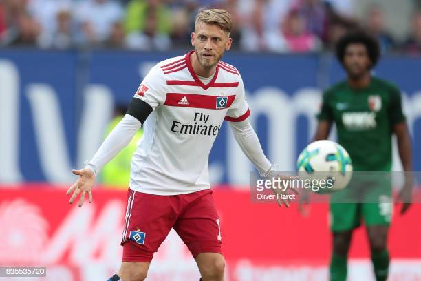 Aaron Hunt of Hamburg gesticulated during the Bundesliga match between Hamburger SV and FC Augsburg at Volksparkstadion on August 19 2017 in Hamburg...