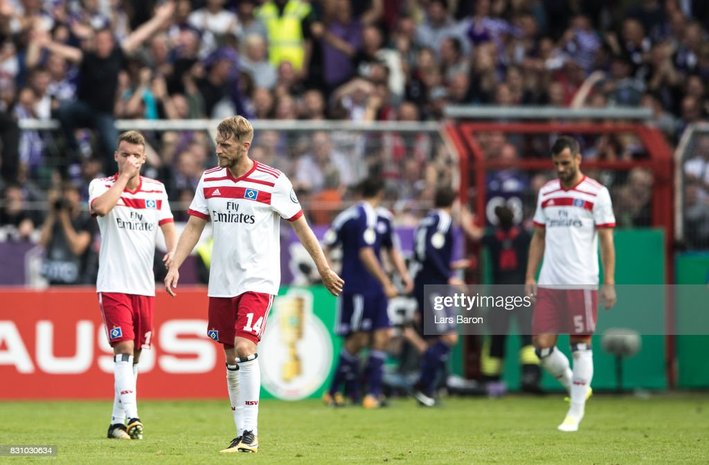 Aaron Hunt of Hamburg looks dejected after the third goal for Osnabrueck during the DFB Cup match between VfL Osnabrueck and Hamburger SV at Osnatel Arena on August 13, 2017 in Osnabrueck, Germany.