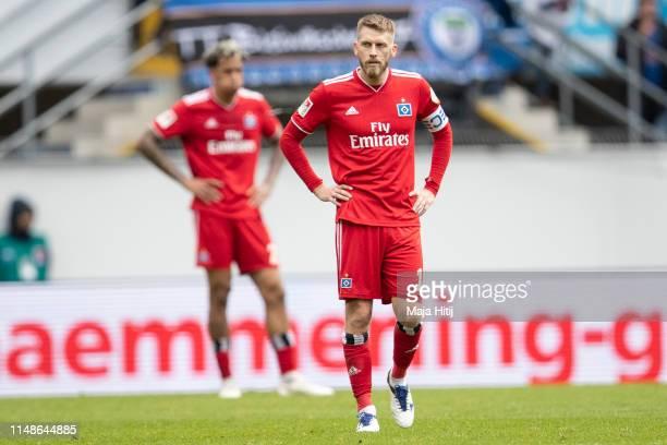 Aaron Hunt of Hamburg reacts after the Second Bundesliga match between SC Paderborn 07 and Hamburger SV at Benteler Arena on May 12 2019 in Paderborn...