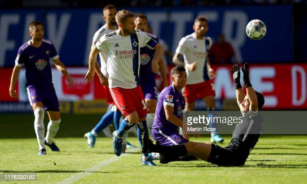 Aaron Hunt of Hamburg scores the fourth goal during the Second Bundesliga match between Hamburger SV and FC Erzgebirge Aue at Volksparkstadion on...