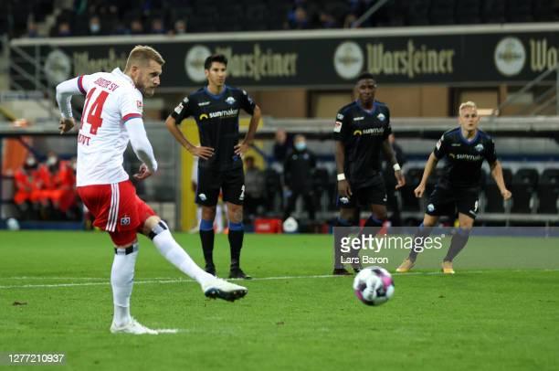 Aaron Hunt of Hamburger SV s during the Second Bundesliga match between SC Paderborn 07 and Hamburger SV at Benteler Arena on September 28 2020 in...