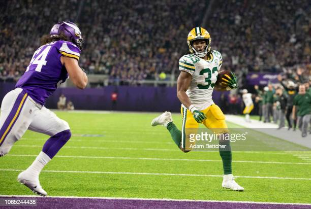 Aaron Jones of the Green Bay Packers runs with the ball for a sixyard touchdown in the second quarter of the game against the Minnesota Vikings at US...