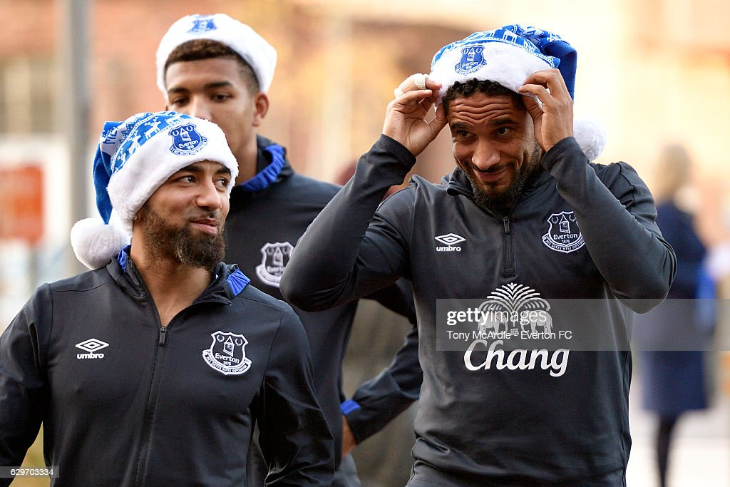 Everton Players Deliver Christmas Presents to Alder Hey Hospital : News Photo
