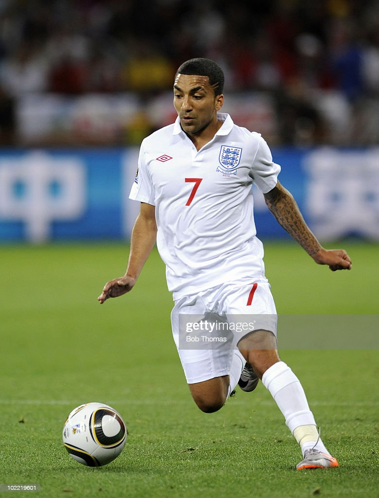 Aaron Lennon of England during the 2010 FIFA World Cup South Africa Group C match between England and Algeria at Green Point Stadium on June 18, 2010 in Cape Town, South Africa. The match was drawn 0-0.