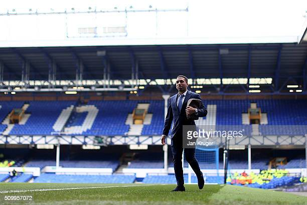 Aaron Lennon of Everton arrives prior to kick off in the Barclays Premier League match between Everton and West Bromwich Albion at Goodison Park on...