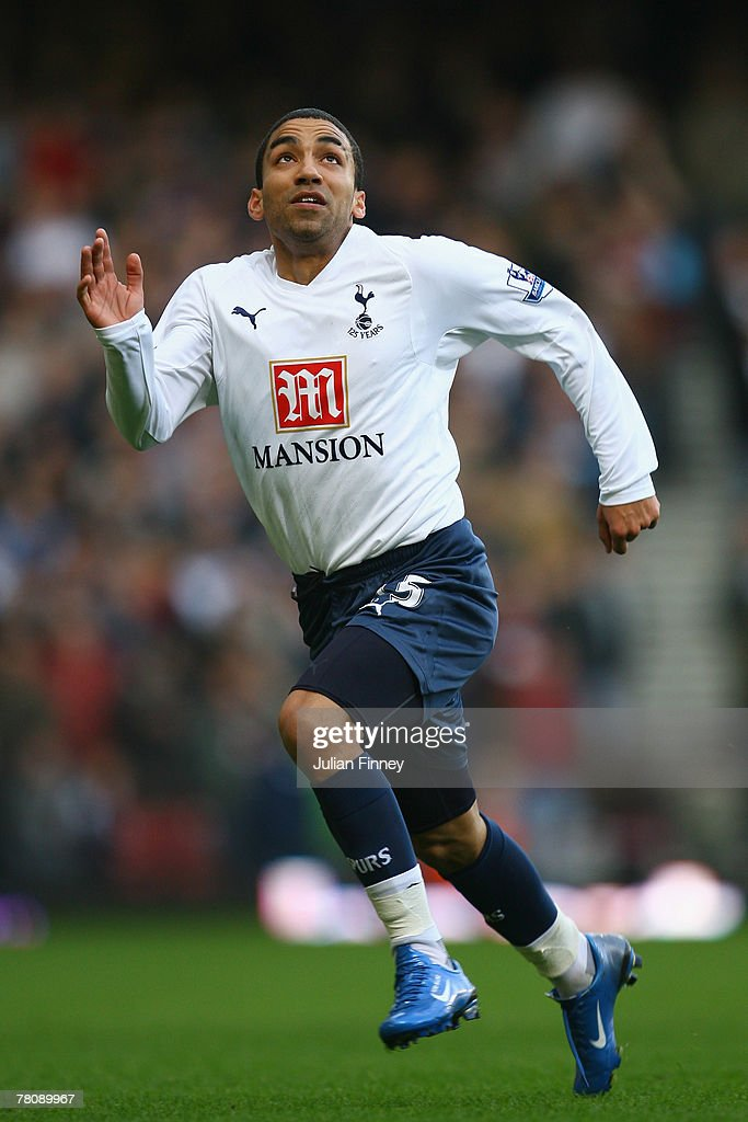 Aaron Lennon of Spurs in action during the Barclays Premier League match between West Ham United and Tottenham Hotspur at Upton Park on November 25, 2007 in London, England.