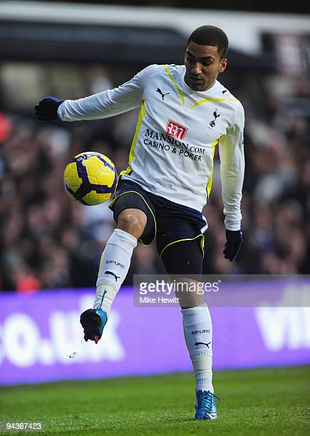 Aaron Lennon of Tottenham Hotspur in action during the Barclays Premier League match between Tottenham Hotspur and Wolverhampton Wanderers at White...