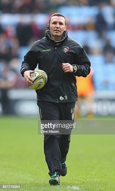 Aaron Mauger of Leicester with his player as they warm up ahead of the Aviva Premiership match between Wasps and Leicester Tigers at The Ricoh Arena...