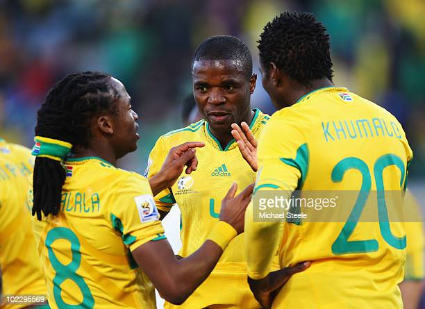 Aaron Mokoena captain of South Africa talks with team mates Siphiwe Tshabalala and Bongani Khumalo during the 2010 FIFA World Cup South Africa Group...