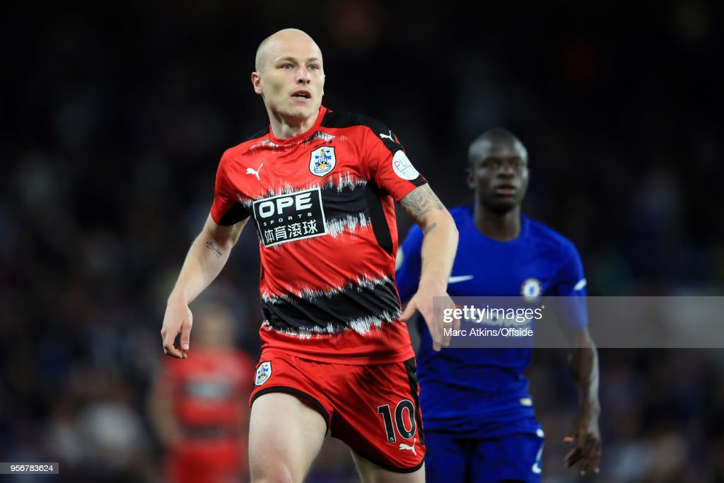 Chelsea v Huddersfield Town - Premier League : News Photo