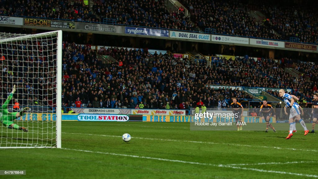 Aaron Mooy of Huddersfield Town scores a penalty to make it 1-2 during the Sky Bet Championship match between Huddersfield Town and Newcastle United at John Smith's Stadium on March 4, 2017 in Huddersfield, England.