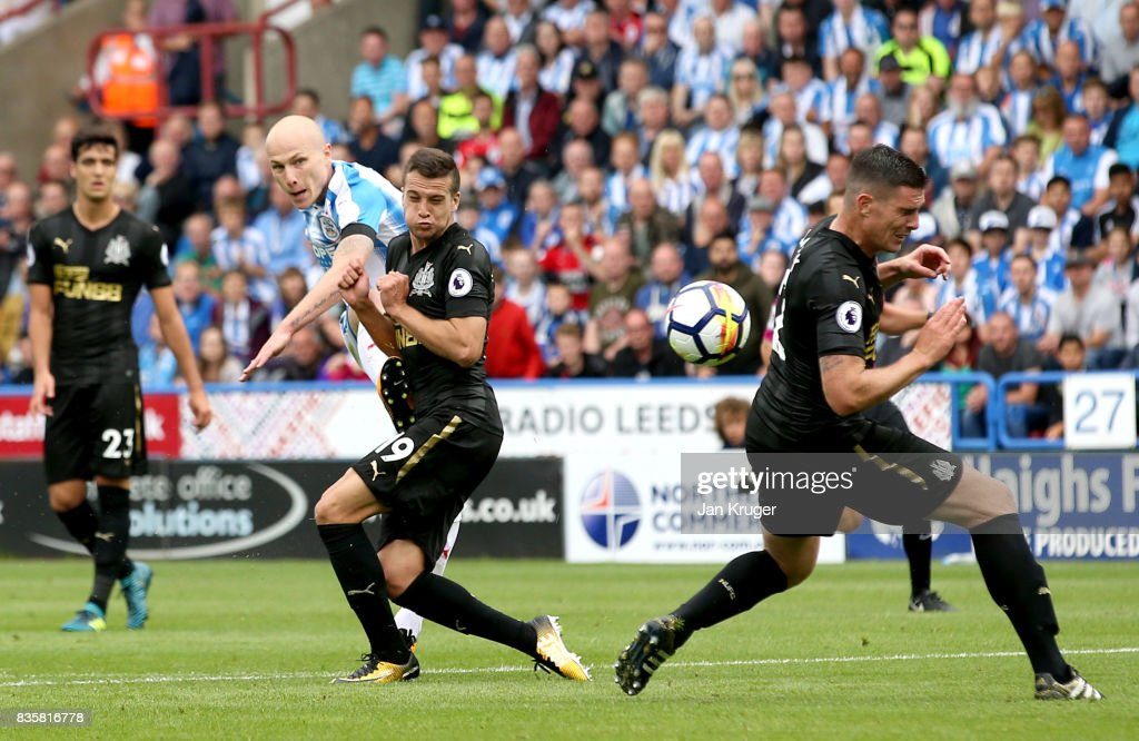 Aaron Mooy of Huddersfield Town scores his sides first goal during the Premier League match between Huddersfield Town and Newcastle United at John Smith's Stadium on August 20, 2017 in Huddersfield, England.