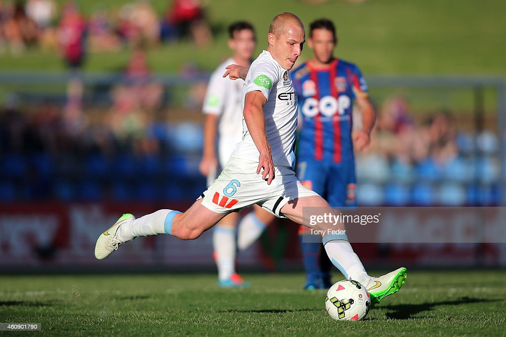 A-League Rd 14 - Newcastle v Melbourne : News Photo