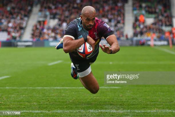 Aaron Morris of Harlequins scores a try during the Premiership Rugby Cup Third Round match between Harlequins and Gloucester at Twickenham Stoop on...