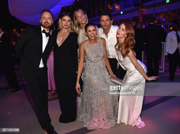 Aaron Paul Lauren Paul Edei Emmanuelle Chriqui and Julianne Hough attend the 2018 Vanity Fair Oscar Party hosted by Radhika Jones at Wallis Annenberg...