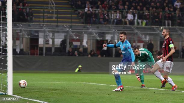 Aaron Ramsey of Arsenal scores during the UEFA Europa League Round of 16 match between AC Milan and Arsenal at the San Siro on March 8 2018 in Milan...