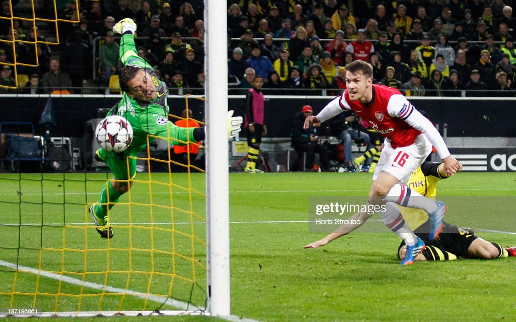Aaron Ramsey (2.L) of Arsenal scores his team's first goal during the UEFA Champions League Group F match between Borussia Dortmund and Arsenal at Signal Iduna Park on November 6, 2013 in Dortmund, Germany.