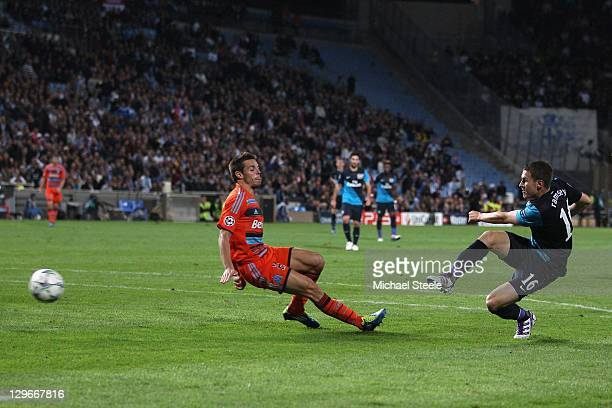 Aaron Ramsey of Arsenal scores the winning goal during the UEFA Champions League Group F match between Olympique de Marseille and Arsenal FC at Stade...