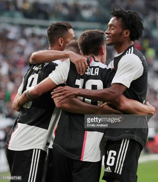 Aaron Ramsey of Juventus celebrates after scoring the equalizing goal with his teammates during the Serie A match between Juventus and Hellas Verona...