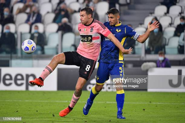 Aaron Ramsey of Juventus Davide Faraoni of Hellas Verona during the Italian Serie A match between Juventus v Hellas Verona at the Allianz Stadium on...