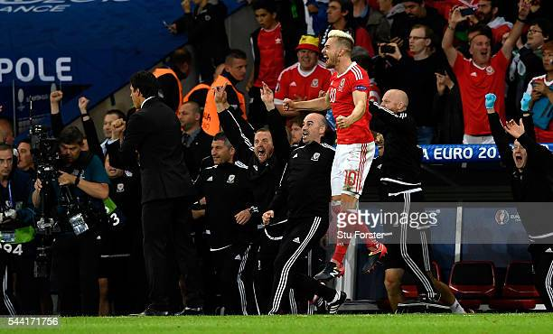 Aaron Ramsey of Wales celebrates his team's 31 win after the UEFA EURO 2016 quarter final match between Wales and Belgium at Stade PierreMauroy on...
