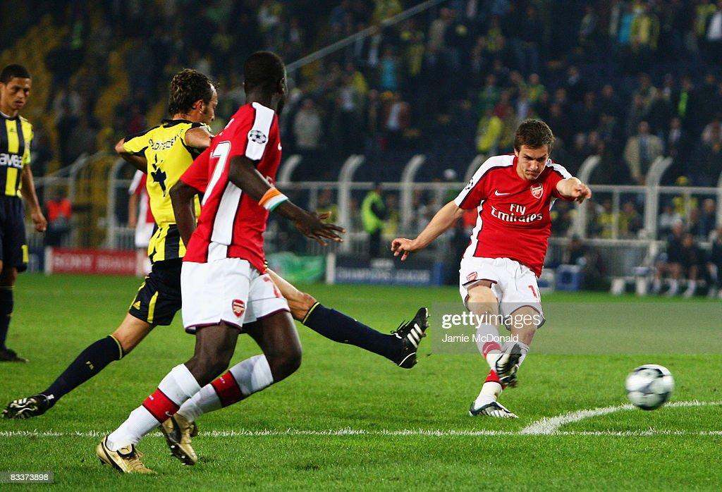 Fenerbahce v Arsenal - UEFA Champions League : ニュース写真