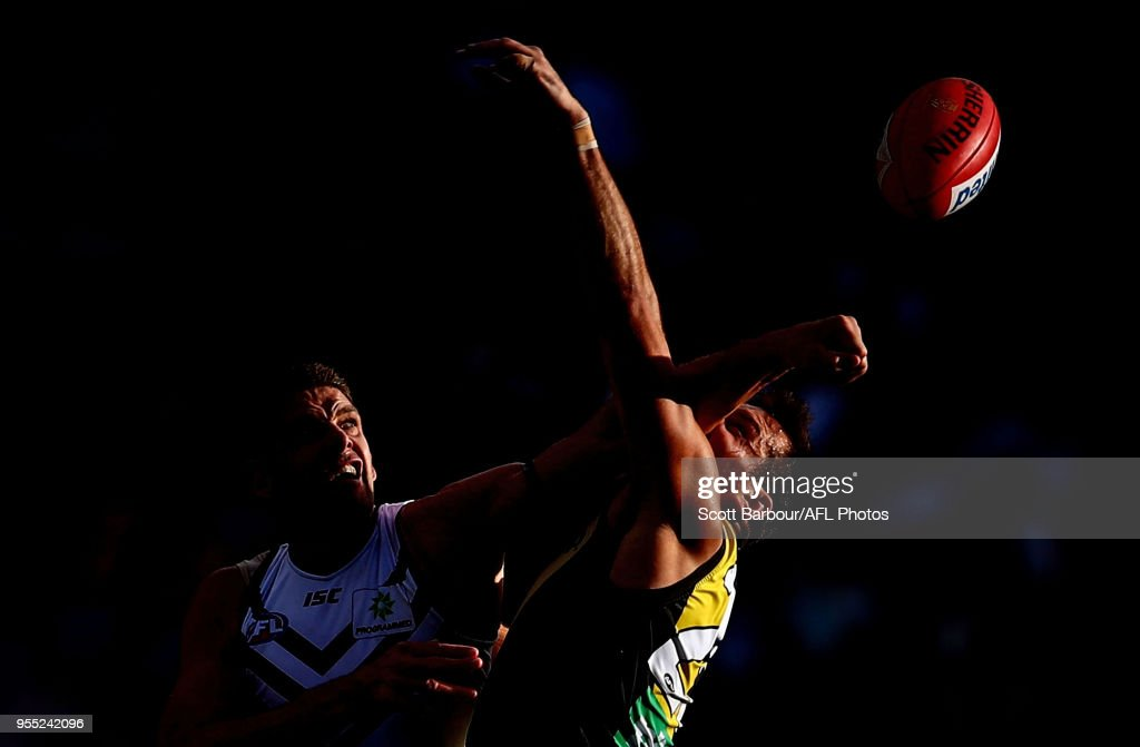 Aaron Sandilands of the Dockers and Toby Nankervis of the Tigers compete for the ball during the round seven AFL match between the Richmond Tigers and the Fremantle Dockers at Melbourne Cricket Ground on May 6, 2018 in Melbourne, Australia.