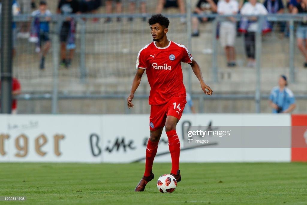 TSV 1860 Muenchen v Holstein Kiel - DFB Cup : Nachrichtenfoto