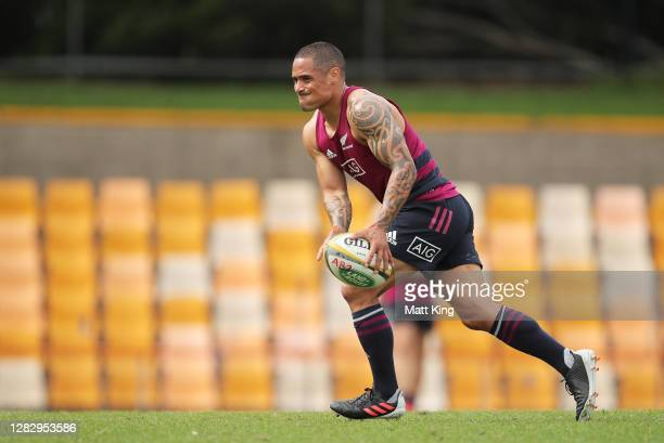 Aaron Smith handles the ball during the New Zealand All Blacks captain's run at Leichhardt Oval on October 30, 2020 in Sydney, Australia.