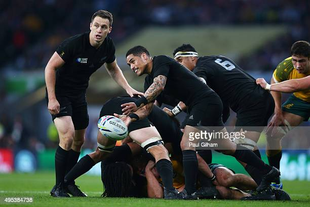 Aaron Smith of New Zealand passes the ball during the 2015 Rugby World Cup Final match between New Zealand and Australia at Twickenham Stadium on...