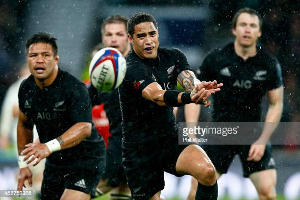 Aaron Smith of New Zealand passes the ball during the QBE International match between England and New Zealand at Twickenham Stadium on November 8...