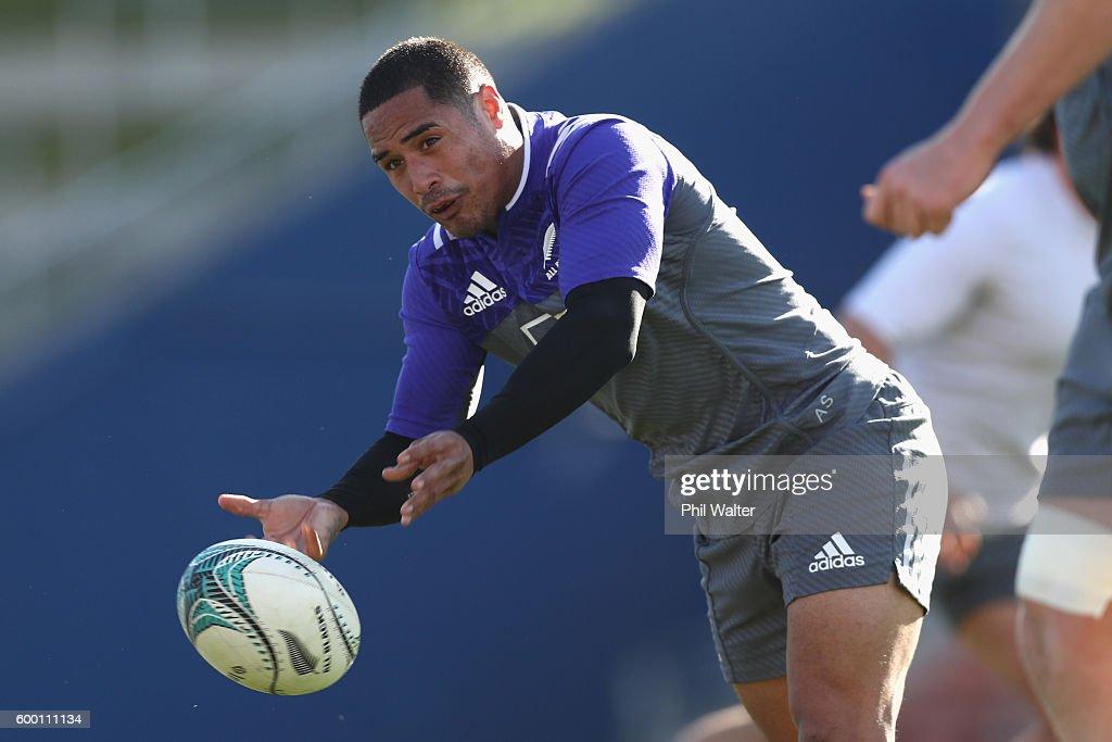 New Zealand All Blacks Training Session : News Photo