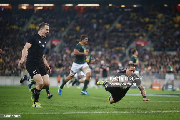 Aaron Smith of the All Blacks scores a try during The Rugby Championship match between the New Zealand All Blacks and the South Africa Springboks at...