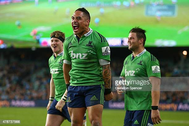 Aaron Smith of the Highlanders and team mates celebrate winning the Super Rugby Semi Final match between the Waratahs and the Highlanders at Allianz...
