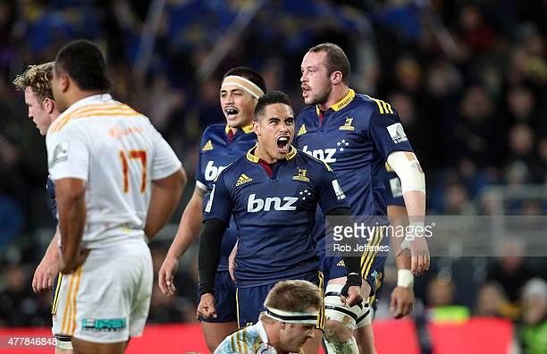 Aaron Smith of the Highlanders celebrates victory over the Chiefs during the Super Rugby Qualifying Final match between the Highlanders and the...