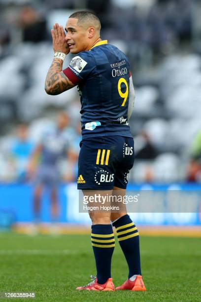 Aaron Smith of the Highlanders gives instructions during the round 10 Super Rugby Aotearoa match between the Highlanders and the Hurricanes at...