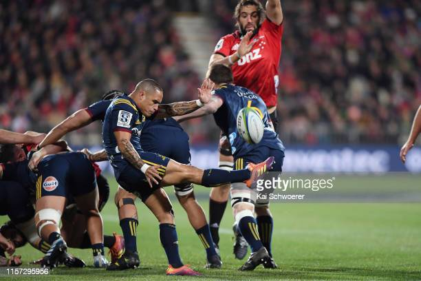 Aaron Smith of the Highlanders kicks the ball during the Super Rugby Quarter Final match between the Crusaders and the Highlanders at Orangetheory...
