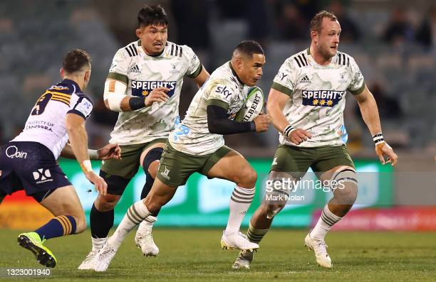 Aaron Smith of the Highlanders makes a line break during the round five Super Rugby Trans-Tasman match between the ACT Brumbies and the Highlanders...