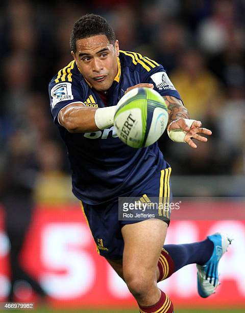 Aaron Smith of the Highlanders passes the ball during the round six Super Rugby match between the Highlanders and the Hurricanes at Forsyth Barr...