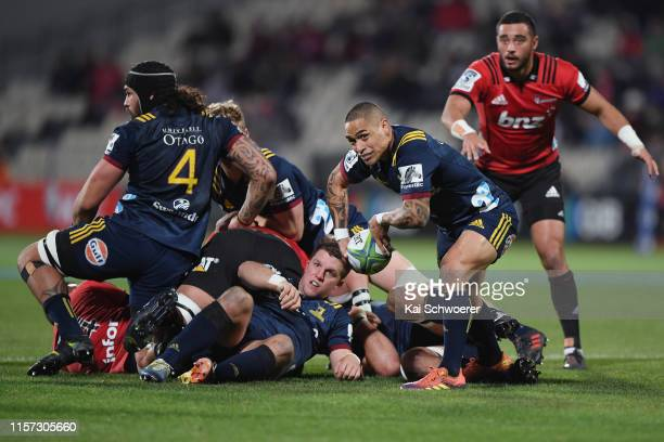 Aaron Smith of the Highlanders passes the ball during the Super Rugby Quarter Final match between the Crusaders and the Highlanders at Orangetheory...