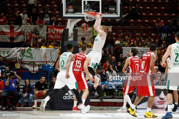 Aaron White make a slamdunk during a game of Turkish Airlines EuroLeague basketball between AX Armani Exchange Milan vs Zalgiris Kaunas at Mediolanum...