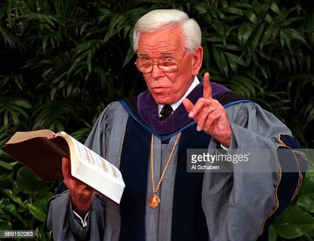 Schuller.Bible.0216.AS––GARDEN GROVE––Rev. Robert H. Schuller preaches Sunday morning at the Crystal Cathedral Garden Grove.