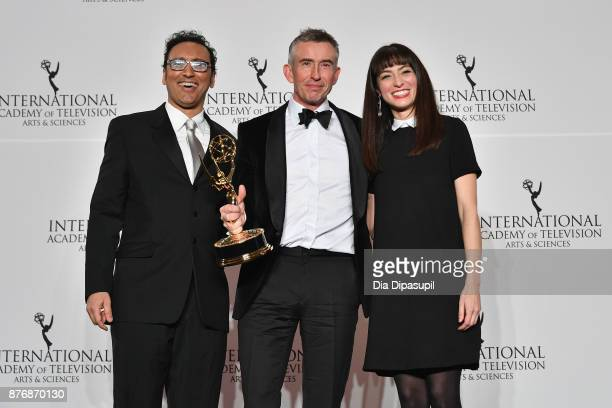 Aasif Mandvi Steve Coogan of Alan Patridge's Scissored Isle poses with award for Comedy and Melissa Villasenor at the 45th International Emmy Awards...